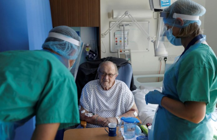 An elderly being treated from Corona in a hospital in Britain