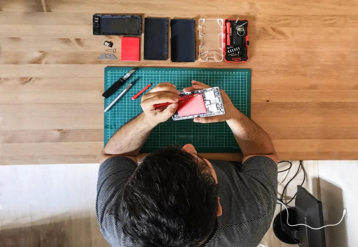 إصلاح الأجهزة الذكية - تعبيرية