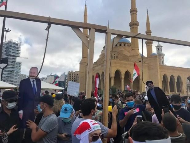تعليق صور لبري ونصرالله على المشنقة