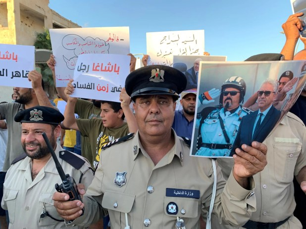 موالون لفتحي باشاغا في طرابلس (أرشيفية- رويترز)