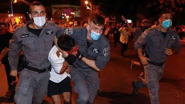 Coronavirus: Thousands of Israelis in first protests since renewed lockdown