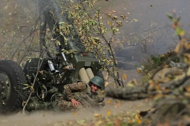 عنصر من القوات الأذربيجانية خلال القتال ضد إقليم كاراباخ - فرانس برس