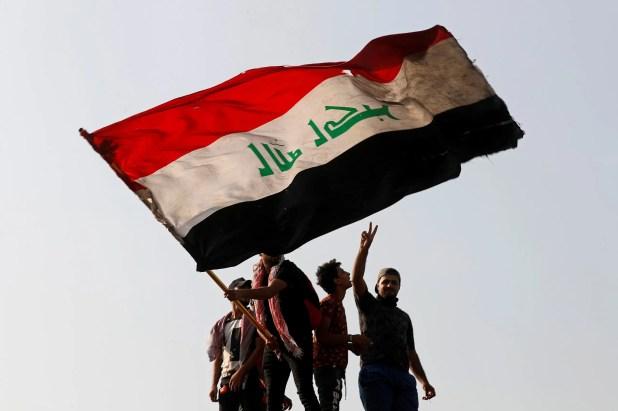 من تظاهرات بغداد اليوم - رويترز)