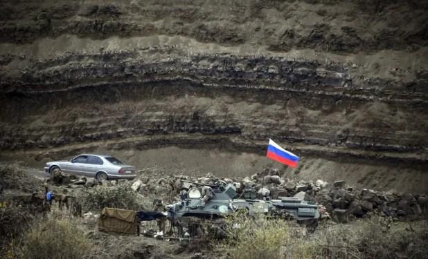 مدرعات عسكرية روسية في إقليم كاراباخ - فرانس برس