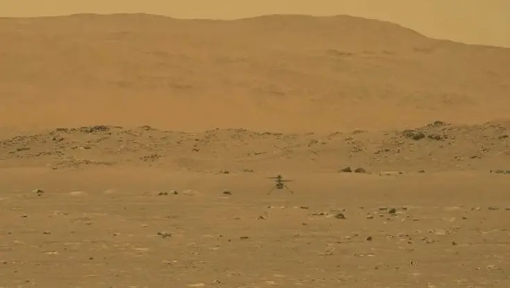 This video grab made from a NASA live stream on April 19, 2021 shows the agency's Ingenuity Mars Helicopter flying over the surface of Mars. (File photo: AFP)