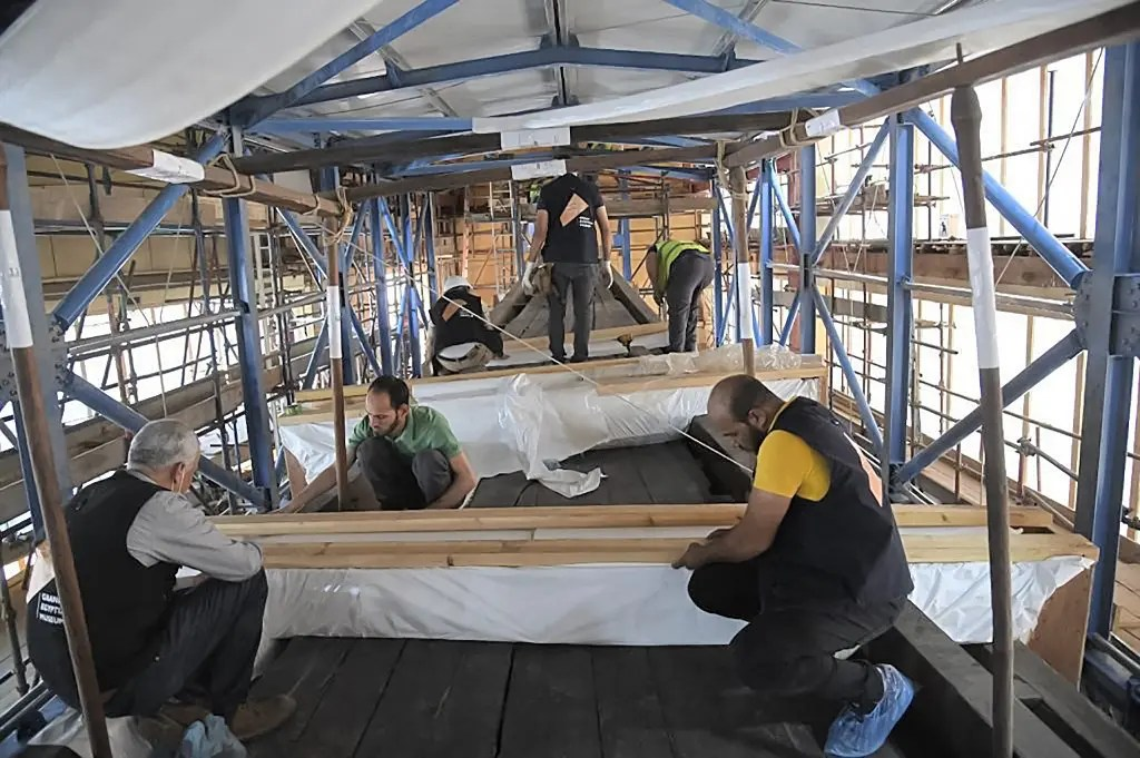 Technicians preparing the Solar Barque of Pharaoh Khufu (Cheops) as it is relocated from its old museum adjacent to the Great Pyramid to the nearby Grand Egyptian Museum. (AFP)