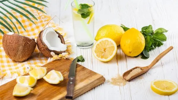 ماء جوز الهند والليمون