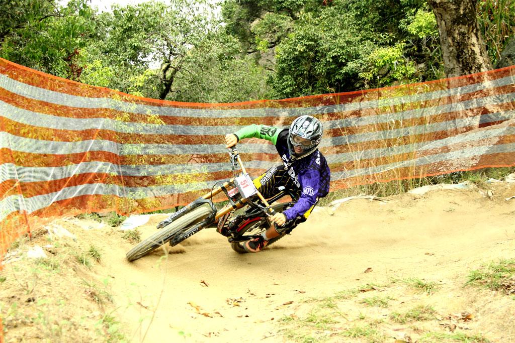 Eu-te-incentivo-Mountain-bike-downhill2