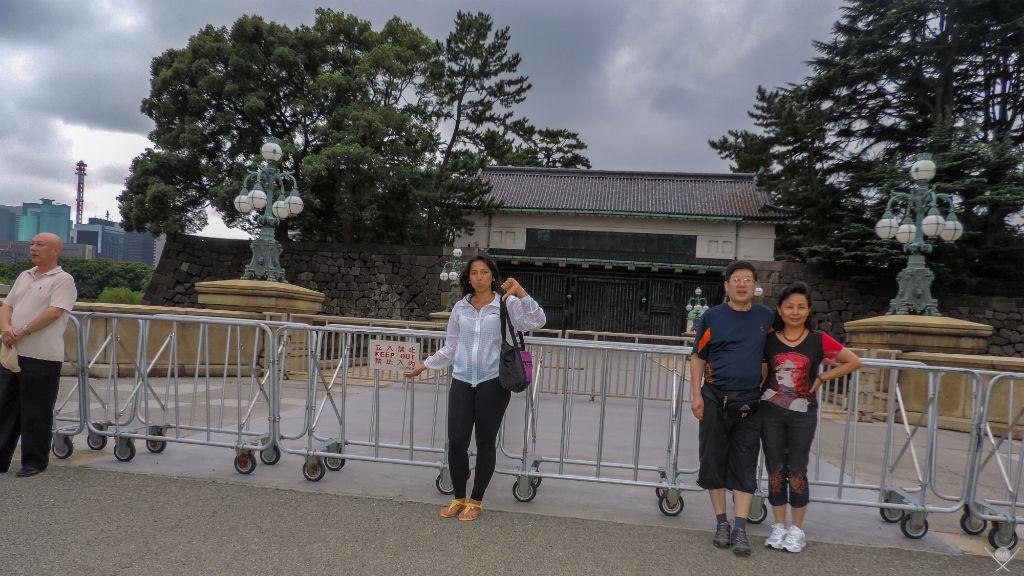 Por que o Japão é o melhor lugar para fazer sua primeira viagem sozinho - Keep out tokyo imperial palace - Next Stop Japão - Vida de Tsuge - VDT