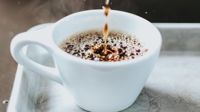 como dormir bem? corte o café de sua dieta