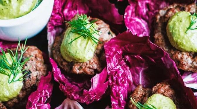 Receita Paleo – Hambúrgueres de cordeiro com molho de abacate