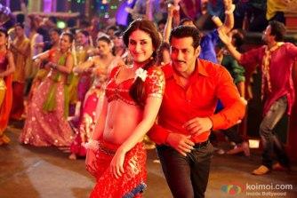 Kareena Kapoor in Fevicol Song, Credit: www.koimoi.com