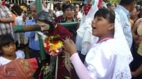 A María wipes Jesus' brow
