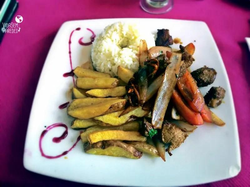 Como é a comida típica peruana