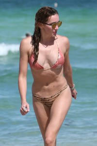 katie cassidy bikini 3
