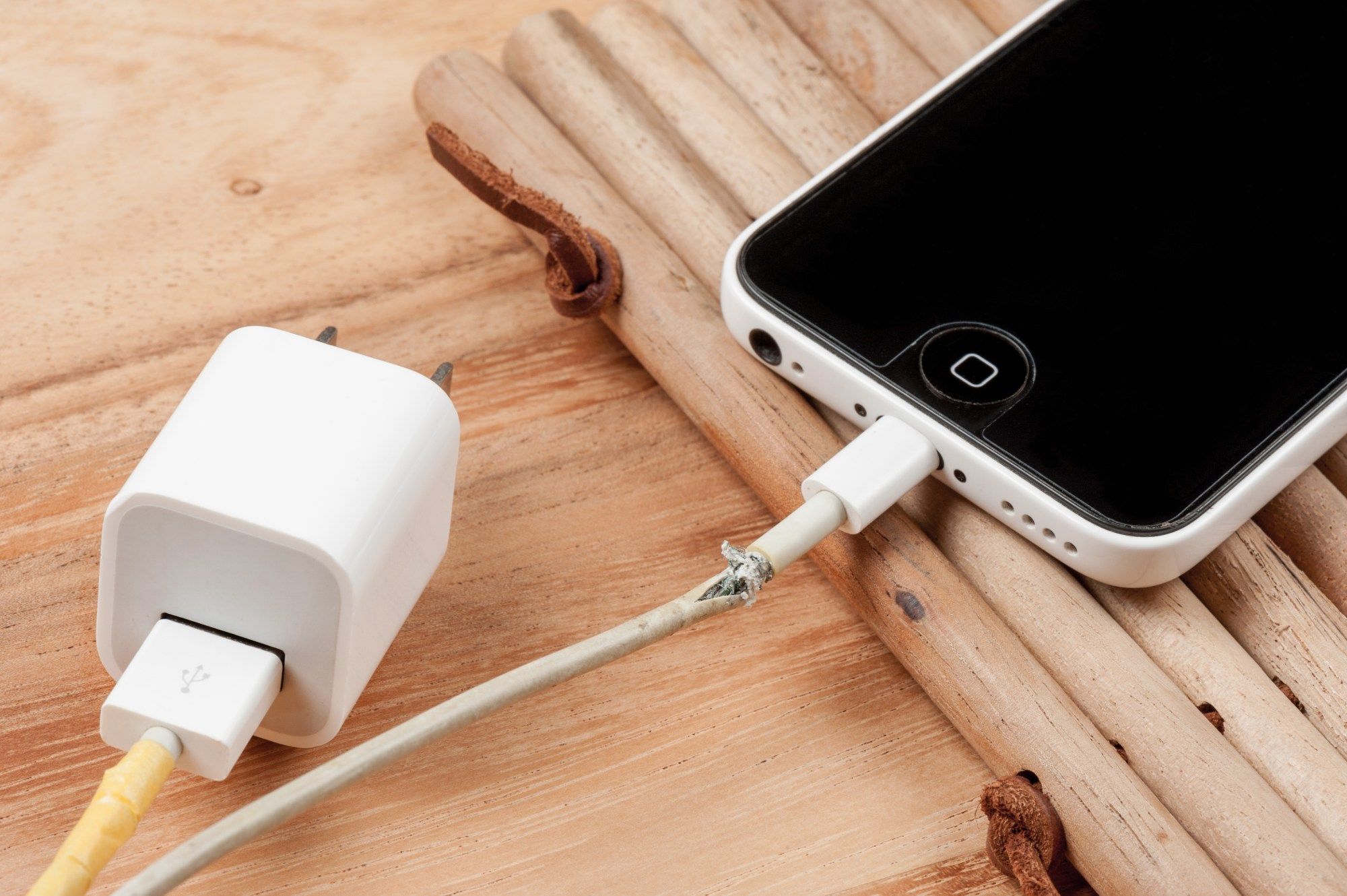 hight resolution of why counterfeit lightning cables kill iphones