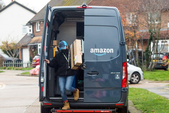 Amazon's Cost Saving Routing Algorithm Makes Drivers Walk Into Traffic