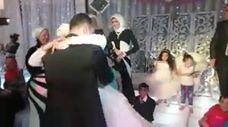 شاهد بالفيديو.. عروس تعد مفاجأة لعريسها تدهش الجميع
