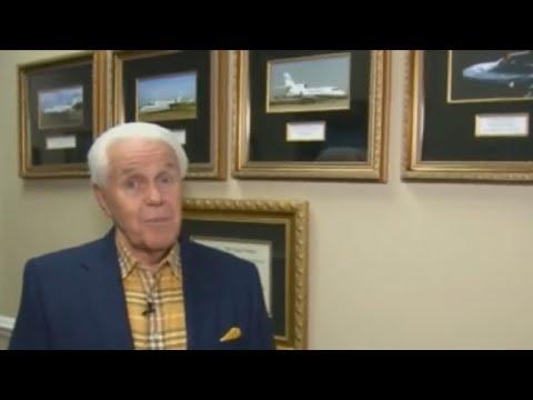 بالفيديو.. كاهن أمريكي يسعى إلى جمع 54 مليون دولار لشراء طائرة رابعة له