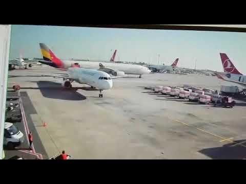 """بالفيديو.. تصادم طائرتين في مطار """"أتاتورك"""""""