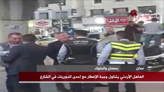 بالفيديو.. العاهل الأردني يتناول طعام الإفطار في الشارع