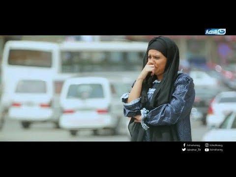 بالفيديو: فنانة تطلب الزواج من المارة في الشارع