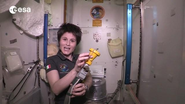 في غياب الجاذبية.. شاهد كيف يستخدم رواد الفضاء المرحاض؟