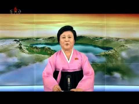 المذيعة الكورية الشمالية الأشهر تقرأ النشرة مبتسمة (فيديو)