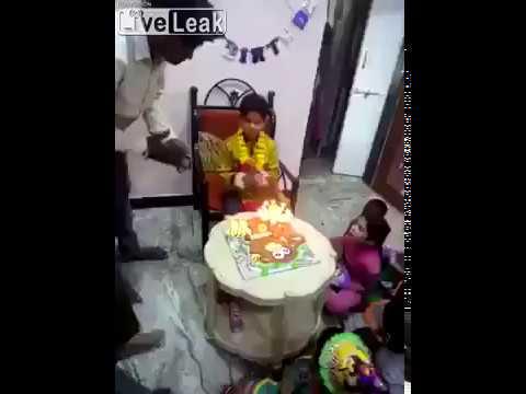 هندي يتسبب بكارثة أثناء الاحتفال بميلاد ابنه