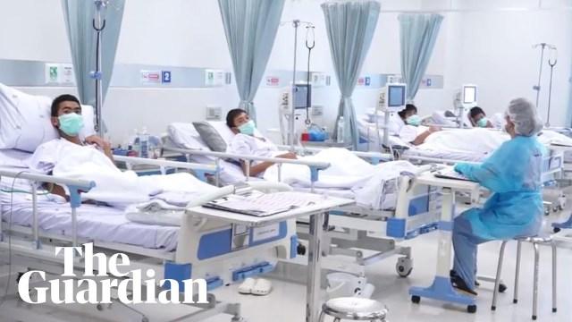 """أول فيديو لـ """"صبية تايلاند"""" بعد إنقاذهم من الكهف"""