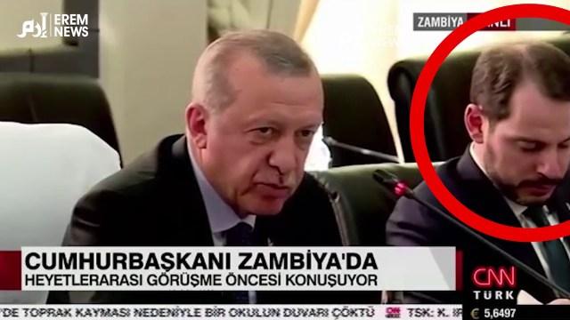 وزير مالية تركيا ينام أثناء كلمة أردوغان