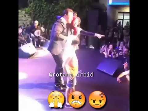 بعد واقعة ماجد المهندس .. شاهد فتاة محجبة تحتضن عاصي الحلاني على المسرح!