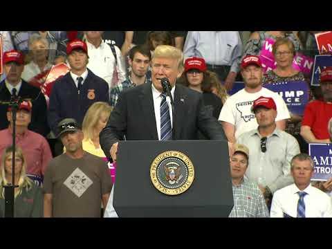 """""""الشاب الواقف"""" وراء ترامب يخطف الأضواء .. وعقاب مفاجىء !"""