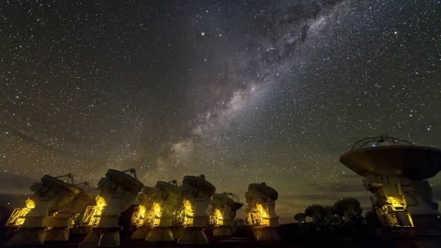 """""""إعصار المادة المظلمة"""" يقترب لضرب الأرض بسرعة هائلة"""