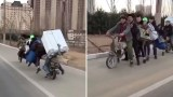 سوبر موتوسيكل يحمل 7 أشخاص وثلاجة في مشهد صادم