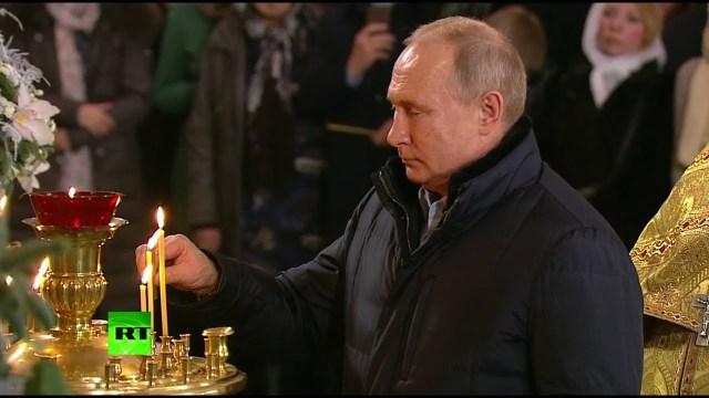 بوتين يحضر قداس عيد الميلاد في سان بطرسبورغ
