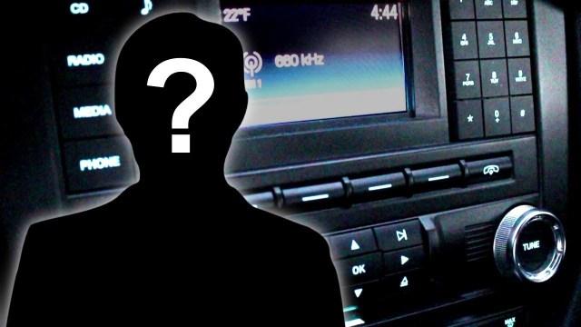 رجل من عام 5720 يخترق إشارة راديو ويتكلم مع المذيع