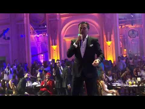 """الفنانة المصرية """"منة فضالي"""" تفاجئ الجمهور وتصعد المسرح لترقص بجوار راغب علامة في حفل بالقاهرة"""