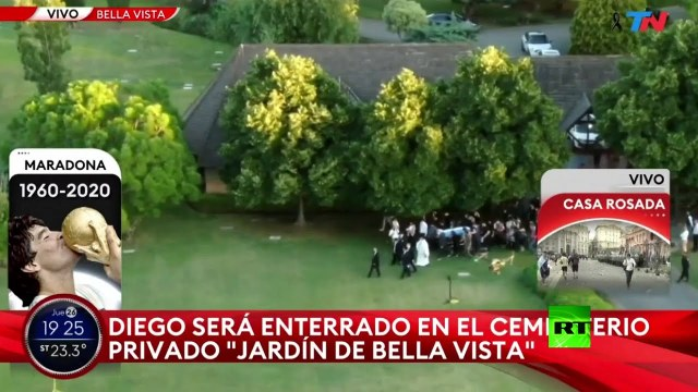 دفن مارادونا بالقرب من قبري والديه خلال مراسم خاصة