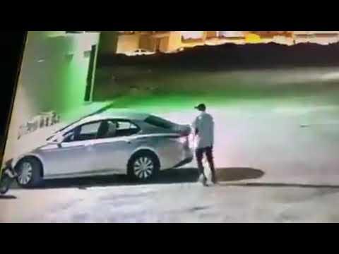 لص يسرق سيارة بداخلها امرأة في السعودية