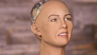Creepy humanoid robot agrees to destroy all humans (Tomorrow Daily 334)