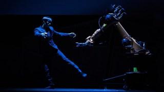 A human-robot dance duet | Huang Yi & KUKA