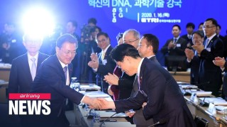 Moon stresses greater gov't role in fostering AI technology