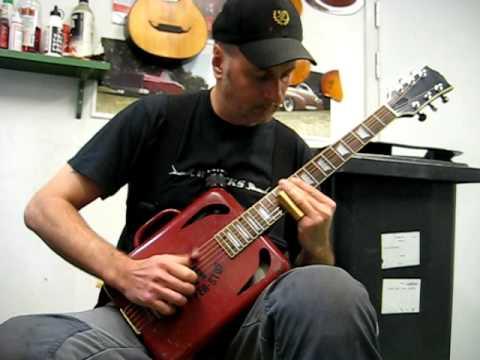 Gear: TinCanPete`s first built tin can guitar