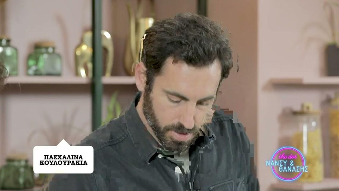 Ο Γιάννης Αποστολάκης ετοιμάζει πασχαλινά κουλουράκια   Dot.