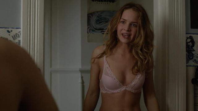 Britt Robertson Sexy Under The Dome S01e01 2013