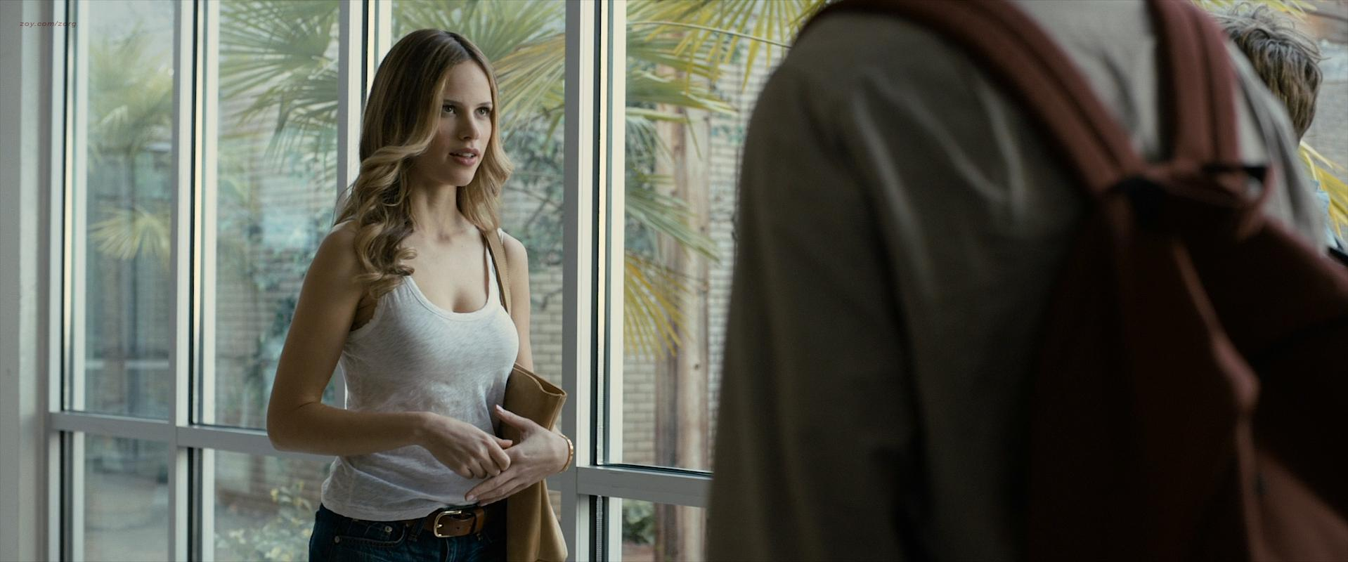Nude video celebs  Halston Sage sexy  Paper Towns 2015