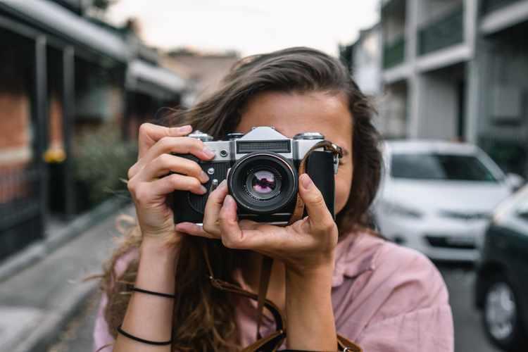 एक पेशेवर फोटोग्राफर कैसे बनें