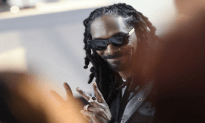 Snoop Dogg Gives Families Turkeys For Thanksgiving