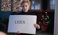 SNL: Hillary Clinton Drops in on an Elector